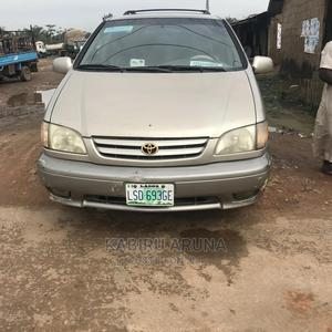 Toyota Sienna 2002 Gold   Cars for sale in Ogun State, Sagamu