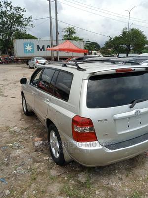 Toyota Highlander 2005 4x4 Silver | Cars for sale in Lagos State, Amuwo-Odofin