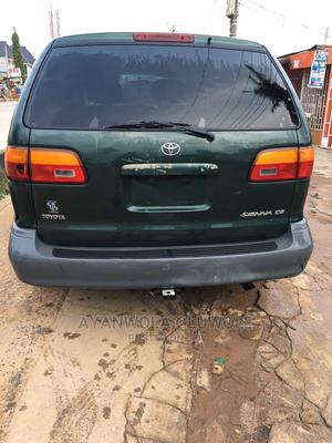 Toyota Sienna 2000 CE & 1 Hatch Green | Cars for sale in Lagos State, Oshodi