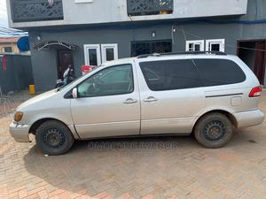 Toyota Sienna 2000 LE & 1 Hatch Gray | Cars for sale in Edo State, Benin City