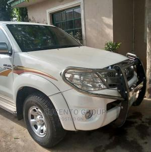 Toyota Hilux 2010 2.7 VVT-i 4X4 SRX White   Cars for sale in Abuja (FCT) State, Wuse 2