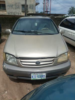 Toyota Sienna 2002 LE Gold   Cars for sale in Akwa Ibom State, Uyo