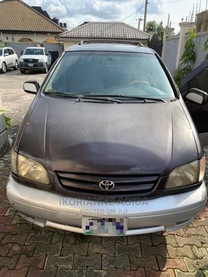 Toyota Sienna 2000 LE & 1 Hatch Burgandy   Cars for sale in Cross River State, Calabar