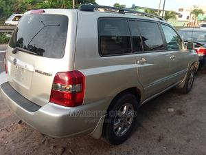Toyota Highlander 2005 Gold   Cars for sale in Lagos State, Surulere