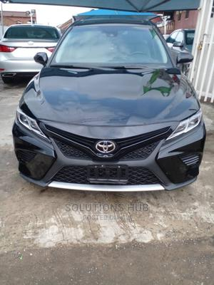 Toyota Camry 2018 SE FWD (2.5L 4cyl 8AM) Black   Cars for sale in Lagos State, Surulere