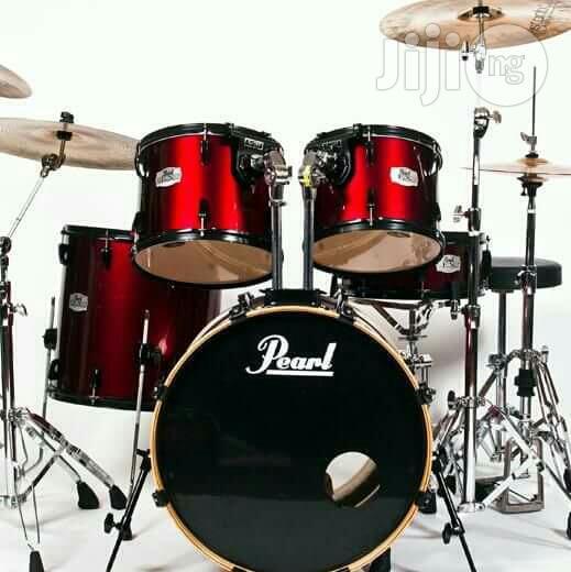 Pearl Drum Set 5 Piece .