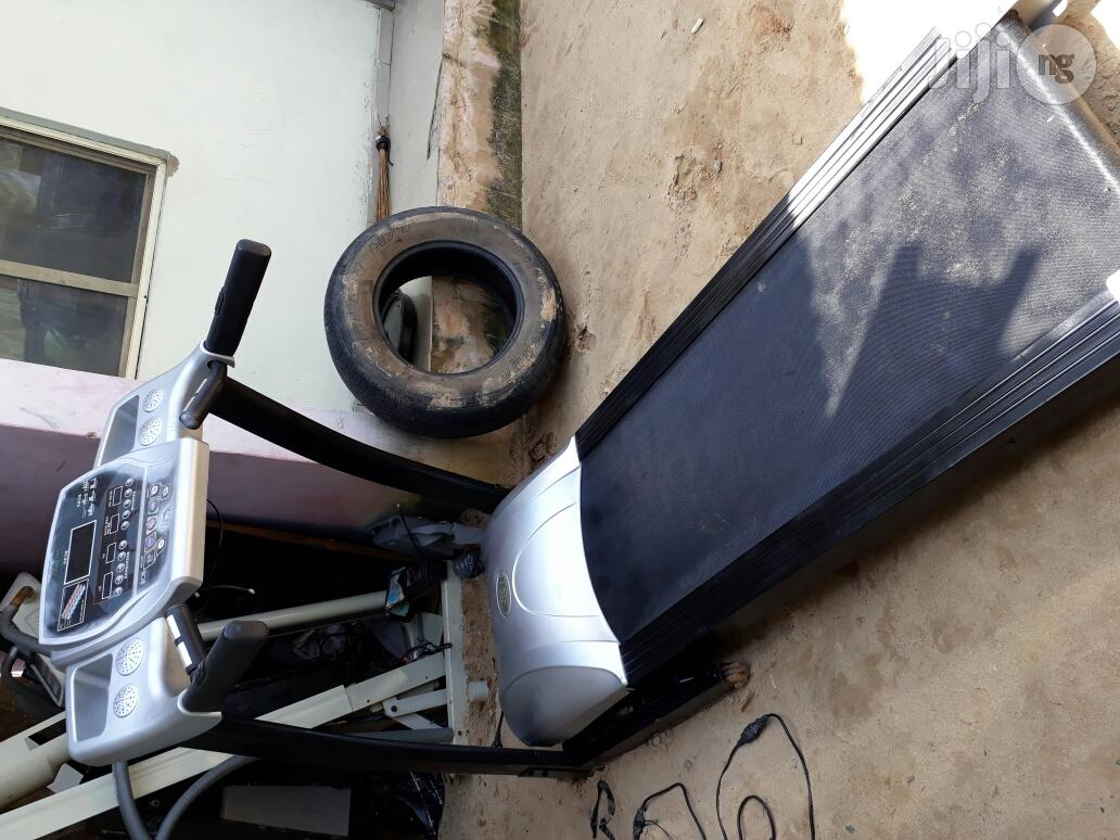 Strong and Durable 4.5 Hp Treadmill for Sale at Giveaway Price